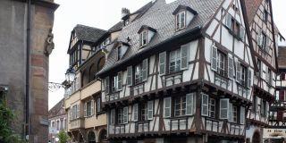 Case cu traverse din lemn in Colmar